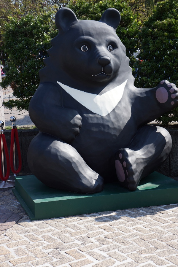 You can also see large statues of Formosan Black Bears, the native bear of Taiwan.