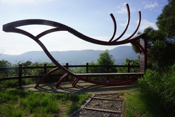 A funky bench on the Junjianyan Hiking Trail 軍艦岩親山步道.