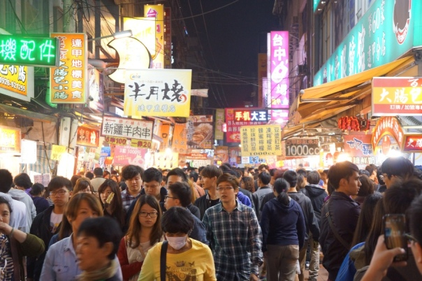 Prepare to meet hordes of people at Feng Chia Night Market 逢甲夜市.