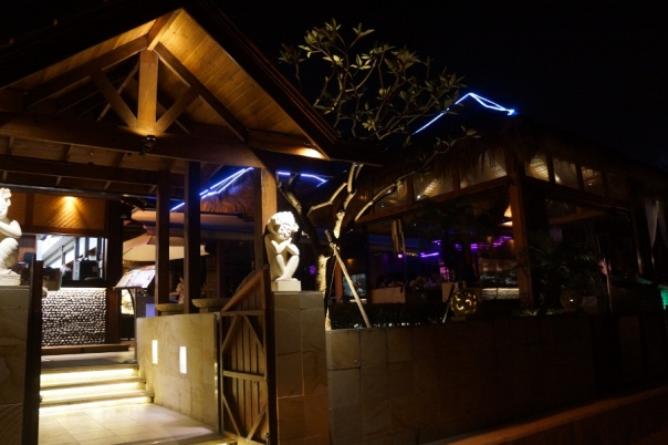 You may find a familiar aesthetic at the Waterfront Restaurant 水灣餐廳.