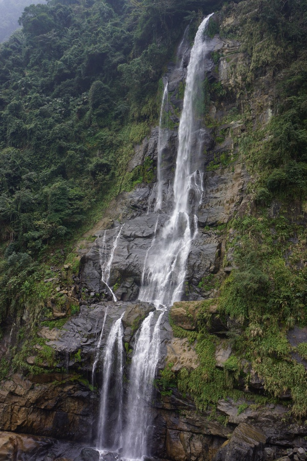 The 80m tall waterfall at Wulai 烏來 is just one of the many sights to see.