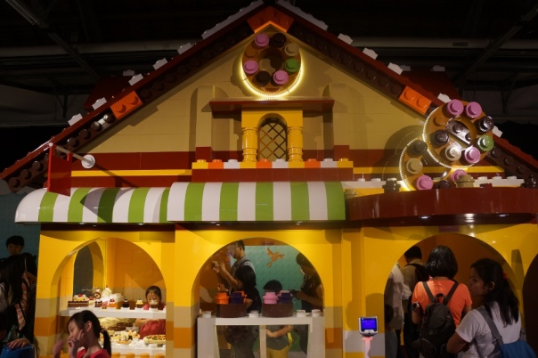 A giant plastic brick house, or just small people?  Find out at Funbrick Fun大吧!積木村 in Taipei.