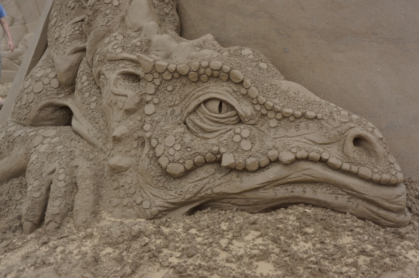 Sand Smaug guards his sand gold.